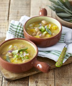 This delicious soup made with pumpkin, butternut, potatoes and sugar beans then served with hot crusty bread is ideal for Sunday lunch or dinner Butter Bean Soup, Butter Beans, Butternut Soup, Hot Soup, Yummy Treats, Vegetarian Recipes, Pumpkin, Lunch, Fresh