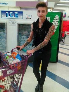 No way!  NO WAY!   Andy Biersack freaking grocery shopping!   I know right now I'm being a total creepy stupid fan girl but this is so freaking cute!!!!!