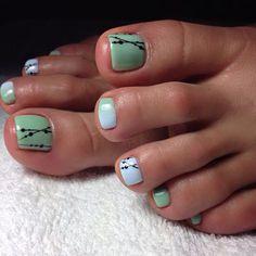 Cute design. Toe nails. White. Green.