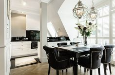 Black color as the base for a luxurious interior (2)