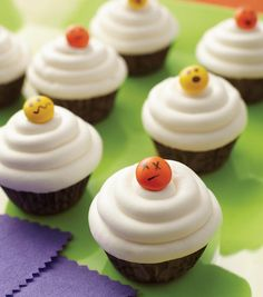 X Eye Cupcakes from @joannstores.  Use a Wilton Fine Tip Food Writer to make creepy or silly faces on candy coated chocolates for fun Halloween treats!