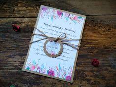 Virág mintával díszített meghívó.Zsinórra fűzött keksz formájú bilétával díszítve. Gifts, Presents, Favors, Gift