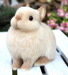 羊毛フェルト*ミルクティ色の羊毛ウサギさん   ハンドメイドマーケット minne