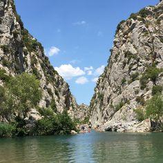 Baignade dans les Gorges de Gouleyrous. Vingrau. Languedoc-Roussillon
