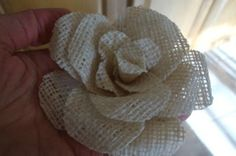 Rose Tutorial how to make burlap flowers.step by step tutorial.how to make burlap flowers.step by step tutorial. Burlap Lace, Burlap Flowers, Diy Flowers, Fabric Flowers, Paper Flowers, Hessian, Fresh Flowers, Burlap Projects, Burlap Crafts