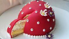 «Påskeeggkake» med appelsinkrem og Daim Easter Recipes, I Love Food, Amazing Cakes, Gingerbread Cookies, Nom Nom, Cake Recipes, Food And Drink, Candy, Baking