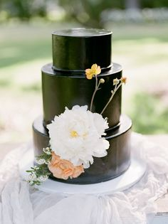 Black wedding cake + 3 tier cake + flower accent - modern wedding cakes Batter Up Cakery Black Wedding Cakes, Fall Wedding Cakes, Beautiful Wedding Cakes, Black Weddings, Wedding Desserts, Wedding Cake Prices, Wedding Cake Designs, Garden Wedding Inspiration, Wedding Ideas