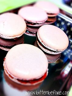 Delicious Macarons by Yumeko -- Must try to make these. I definitely need to get over my fear of macarons! Sweet Desserts, Just Desserts, Delicious Desserts, Yummy Food, Easy Macaroons Recipe, Macaroon Recipes, Baking Recipes, Cookie Recipes, Dessert Recipes