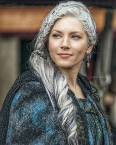 Katheryn Winnick plays Lagertha so good! shes a true Viking! Katheryn Winnick Vikings, Vikings Tv Series, Vikings Tv Show, Ragnar Lothbrok, Floki, Lagertha Hair, Lagertha Costume, Bracelet Viking, Viking Jewelry