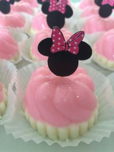 Baby Bedroom Themes Disney Birthday Parties Ideas For 2019 Minnie Mouse Party Decorations, Minnie Mouse Theme Party, Minnie Mouse Cake, Mini Mouse 1st Birthday, Mickey Mouse Birthday, 2nd Birthday Parties, Disney Princess Cupcakes, Puding Art, Baby Bedroom