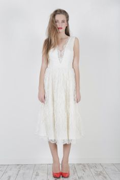 Robe de mariée longueur genoux - Robe: Manon Gontero #bridaldress #robecourte #shortweddingdress