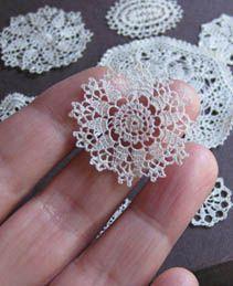Crochet mini miniature doilies for Christmas ornaments. Crochet Motifs, Thread Crochet, Crochet Doilies, Crochet Flowers, Crochet Stitches, Knit Crochet, Crochet Round, Crochet Afgans, Crochet Home