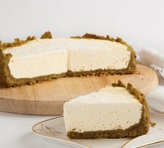Very easy recipe for a Végan Cheesecake made from tofu to be made at the B Cheese Ball Recipes, Raw Food Recipes, Cheese Platter Wedding, Biscuits From Scratch, Gateaux Vegan, Raw Cheesecake, Bacon On The Grill, Best Cheese, Savoury Cake