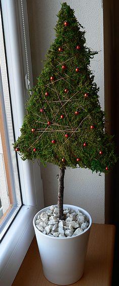 Christmas Tree Kinds, Alternative Christmas Tree, Natural Christmas, Diy Christmas Tree, Xmas Tree, Rustic Christmas, Winter Christmas, Christmas Wreaths, Christmas Ornaments