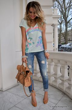 MyLittlePony tee with distressed jeans and heels - I love that casual yet stylish outfit! AAAANND the hair