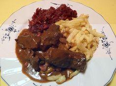 Hirschgulasch mit Rotwein und Speck, ein beliebtes Rezept aus der Kategorie Wild & Kaninchen. Bewertungen: 70. Durchschnitt: Ø 4,7.