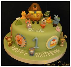 Hey duggee themed birthday cake Twin First Birthday, Themed Birthday Cakes, 1st Birthday Parties, Girl Birthday, Beautiful Cakes, Amazing Cakes, Tree Cakes, Novelty Cakes, Diy Cake