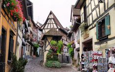 Alsacia Francesa. Pueblos medievales, suelos empedrados, casas de cuento llenas de encanto y magia que nos enamorarán desde el primer momento.