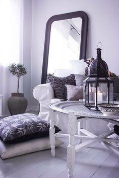 Hemma i mitt vardagsrum.  Tinek , dayhome , inredning , inspiration , shabby chic , stilrent , DIY , brickbord   Blogg www.usoinredare.blogg.se