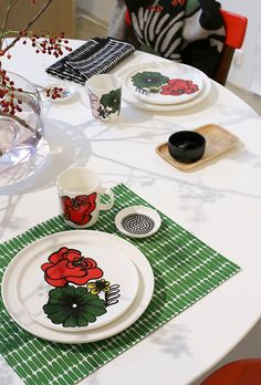 Pinjacolada: Marimekko home S/S 19 sneak peek Marimekko, Scandinavian, Table Settings, Aesthetics, Interiors, Table Decorations, Mugs, Tableware, Design