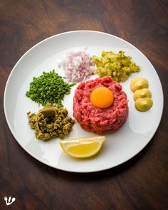Beef/Steak Tartare: Sigmund Freud's Breakfast, and Favorite Dish of Claude Lanzmann and Thomas Bernhard Knead Bread Recipe, No Knead Bread, Steak Tartare, Worcestershire Sauce, Beef Steak, Ketchup, Vienna, Starters, Bread Recipes