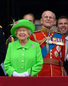 La Regina Elisabetta a 90 anni è una vera trend setter: via libera al verde neon -cosmopolitan.it