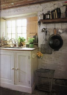 See beautiful pictures of English cottage kitchen. Select the desired option of English cottage kitchen and do a redesign of its premises. English Cottage Kitchens, English Cottage Style, English Country Cottages, English Farmhouse, French Country, Country Kitchens, English Cottage Interiors, Rustic Kitchens, Country Farmhouse