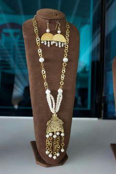 Fabric Jewelry, Gold Jewelry, Jewlery, Artisanal, Diy And Crafts, Beading, Creations, Abs, Jewelry Making