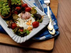 """Healthy brekfast: Fried egg with Veggies, Smashed Avo. Inspired by Jamie Oliver's """"Everyday Super Food"""""""