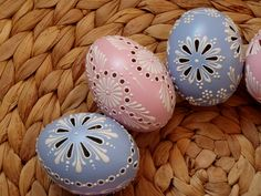 madeira Egg Crafts, Diy And Crafts, Arts And Crafts, Eastern Eggs, Fabrege Eggs, Egg Shell Art, Carved Eggs, Egg Tree, Paint Drop