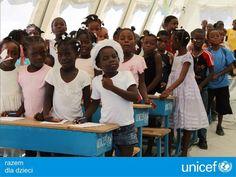 UNICEF zapewnia dzieciom materiały do nauki.