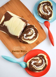 This recipe for Chocolate Vanilla With Coconut Whipped Cream is a delicious vanilla and chocolate sponge cake filled with whipped coconut cream. Cake Roll Recipes, Dessert Recipes, Vanilla Swiss Roll Recipe, Mini Desserts, Delicious Desserts, Italian Desserts, Chocolate Roll, Chocolate Sponge, Baking Chocolate