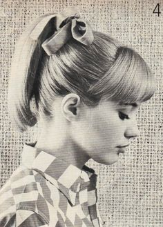 Vintage Hairstyles With Bangs ponytail, yes I had this hairdo in grade school! so easy and cute! Boys love to pull your hair! Pony Style, Flapper, Estilo Pin Up, Hairspray, Vintage Hairstyles, Prom Hairstyles, Up Girl, Vintage Beauty, Auburn
