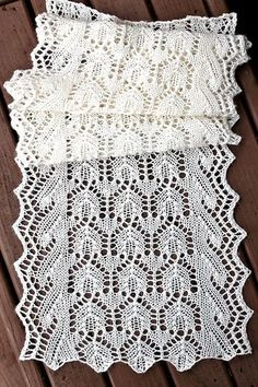 Ravelry: Project Gallery for La Dentelle Belle Scarf pattern by Teresa Murphy Ravelry: Project Gallery for The Lace Beautiful Scarf Lace Knitting Patterns, Knitting Blogs, Shawl Patterns, Lace Patterns, Knitting Stitches, Hand Knitting, Knitting Machine, Finger Knitting, Knitted Shawls