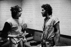 Resultados de la Búsqueda de imágenes de Google de http://www.tvs-videos-4theroad.net/wp-content/uploads/2011/11/4theroad-Bob-Dylan-All-along-the-watchtower-Forever-Young-bruce-springsteen-videoclip-videos-musicales-foto-photo-letra-lyrics.jpeg