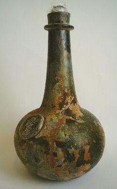 "Bottle w. seal Flaska från det omdiskuterade ""Dalarö-Vraket"" Tillv. c:a 1660-1670 i England/Irland. Picture taken by Glassdiver 2007 in Sweden"