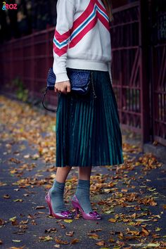 other stories pleated skirt and top In the last 30 years, the evolution of fashion Indie Fashion, Fashion Killa, Vintage Fashion, Metallic Pleated Skirt, Evolution Of Fashion, Raf Simons, Vintage Sweaters, Vivienne Westwood, Skirt Fashion