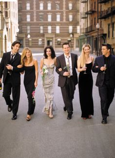 David Schwimmer as 'Ross Geller', Jennifer Aniston as 'Rachel Green', Courteney Cox as 'Monica Geller', Matthew Perry as 'Chandler Bing', Lisa Kudrow as 'Phoebe Buffay' Matt LeBlanc as 'Joey Tribbiani' in Friends (1994-2004, NBC)