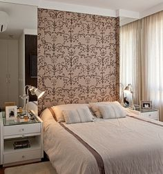 Are you starting a new home decor project or simply want to redecorate for the new season? Let yourself be inspired by these 20 luxurious bedroom design ideas you will want to copy! Home Decor Bedroom, Master Bedroom, Suites, Interiores Design, Decoration, Cool Furniture, Furniture Makers, Small Spaces, Sweet Home