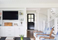 Small apartments have their upsides – lower rent, usually a closer proximity to bustling downtown places, and a specific irreplaceable cozy charm. That is, knowing how decorate. Glam Living Room, Living Room Decor, Living Spaces, Living Rooms, Fresh Farmhouse, Farmhouse Design, Minimalist Kitchen, Minimalist Interior, Cozy Apartment