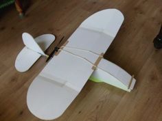 What Alistair Potter did to his foam board Smash Drone to get it to fly right. Remote Control Planes, Radio Control, Hurricane Plane, Ultralight Plane, Aircraft Design, Model Airplanes, Paper Models, Rubber Bands, Modeling