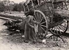 El 15 de gener de 1939 Robert Capa va realitzar més de 100 fotografies que mostren la marxa dels refugiats que se'n van de Tarragona en direcció al nord, esperant arribar a França.