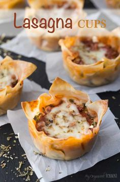Lasagna is always a favourite meal, make these baked Petite Lasagna Cups, using Wonton Wrappers instead of pasta noodles. Lasagna Bites, Lasagna Cups, Wonton Recipes, Meat Recipes, Cooking Recipes, Recipes With Wonton Wrappers, Recipies, Vegan Appetizers, Appetizer Recipes