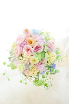 プリザーブドフラワーのブーケをリメイクして、ご自宅のインテリアに : 一会 ウエディングの花 Burlap Christmas, Christmas Wreaths, Wedding Flower Arrangements, Wedding Flowers, Bouquet, Plants, Salad, Videos, Amazing