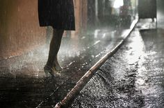 Hong Kong in the rain - Christophe Jacrot Belle de pluie Walking In The Rain, Singing In The Rain, Hong Kong, Christophe Jacrot, I Love Rain, Rain Photography, Cinematic Photography, Perspective Photography, Inspiring Photography