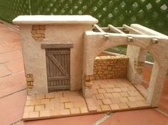 Possible nativity scene Nativity House, Nativity Stable, Diy Nativity, Christmas Nativity Scene, Christmas Crib Ideas, Christmas Crafts, Christmas Decorations, Miniature Crafts, Miniature Houses