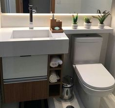 A imagem pode conter: área interna Bathroom Design Small, Bathroom Interior Design, Washbasin Design, Small Toilet, Fashion Room, Home Decor Kitchen, Bathroom Inspiration, Decoration, Small Apartment Bathrooms
