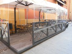 Dehors climatizzato a pavimento. Divider, Room, Furniture, Home Decor, Benches, Bedroom, Homemade Home Decor, Rooms, Home Furnishings