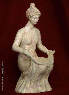 Tanagra. Venus en cuclillas. 21cm - Venta de Figuras terracota. www.decorarconarte.com