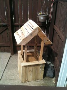 Well flower planter from old pallets #Pallets, #Planter
